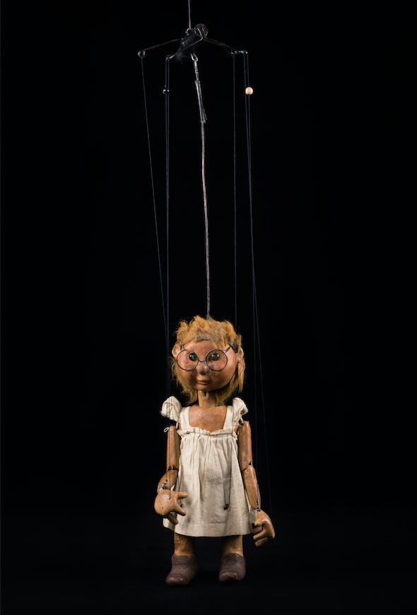 Roussette, marionnette à tringle et fils du spectacle Un gros livre avec une grosse poignée du Créa-Théâtre - 1981 ©MaisondelaMarionnette